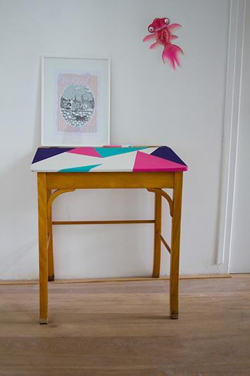 relooker un bureau d 39 enfant vert cerise. Black Bedroom Furniture Sets. Home Design Ideas