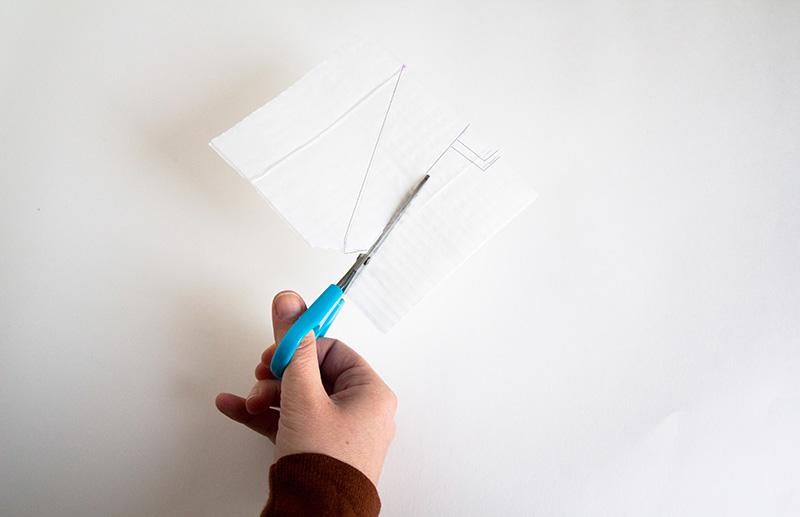 Deltaplane en papier : découpage